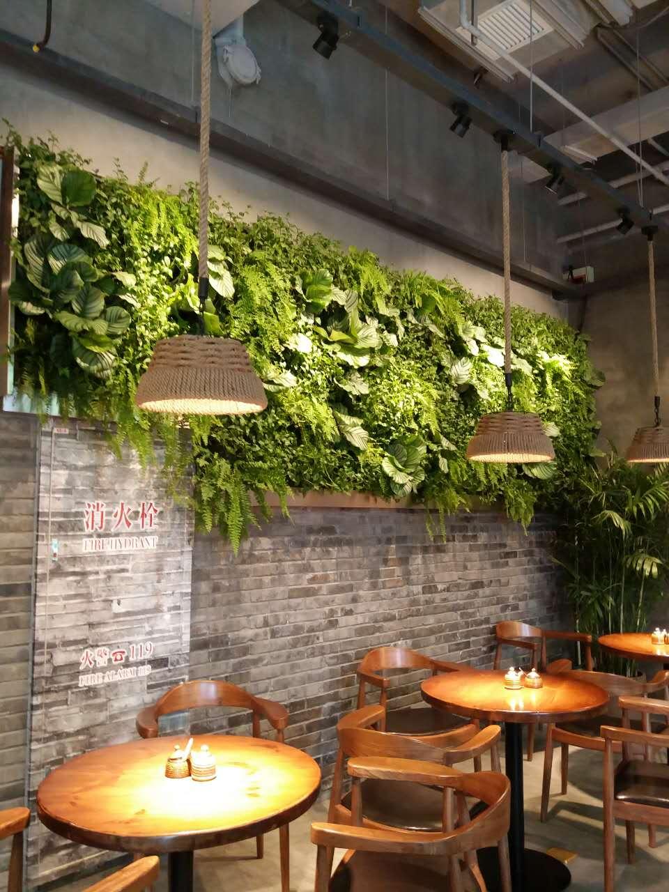 绿植墙的使用,则充分发挥绿植的优势,营造一种回归自然的氛围.图片